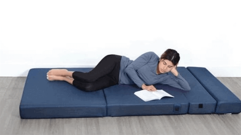 What are the advantages of a folding mattress