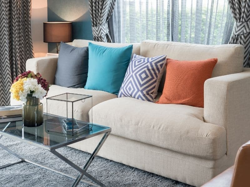 How To Decorate Sofa With Pillows (1)